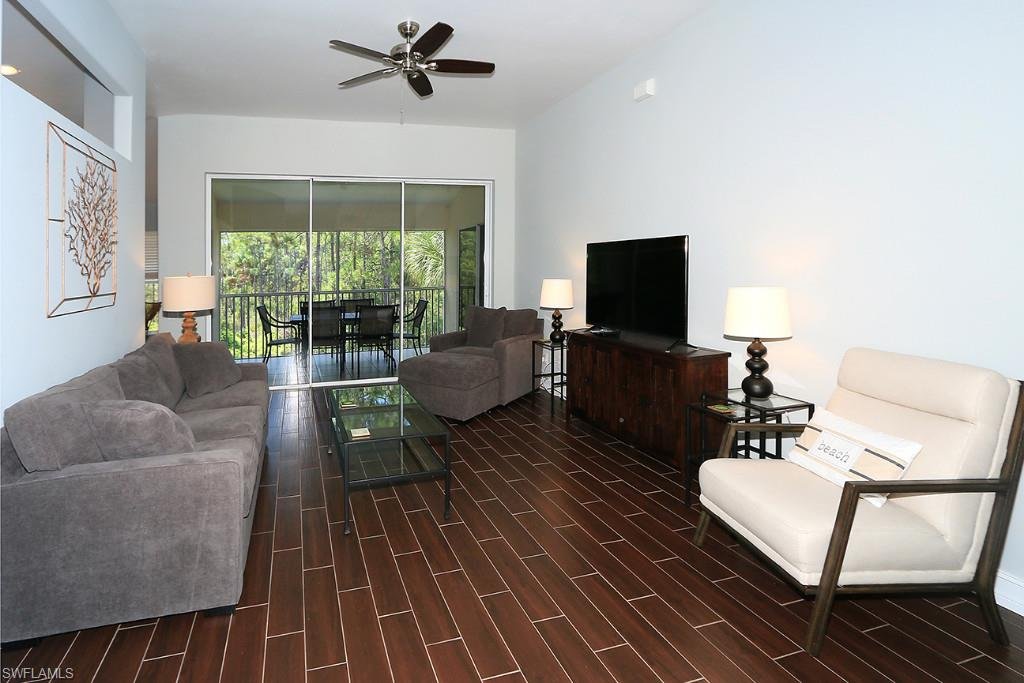 Additional photo for property listing at 801 Carrick Bend Cir 201 Naples, Florida,Hoa Kỳ
