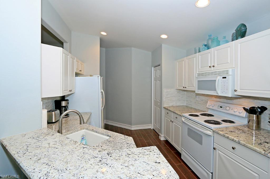 Additional photo for property listing at 801 Carrick Bend Cir 201 Naples, フロリダ,アメリカ合衆国