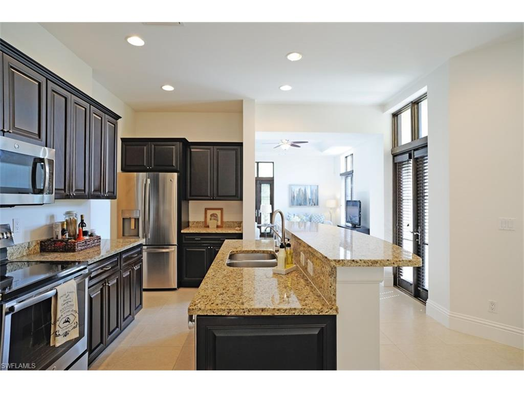 Additional photo for property listing at 1012 7th St S B-2 Naples, Флорида,Соединенные Штаты