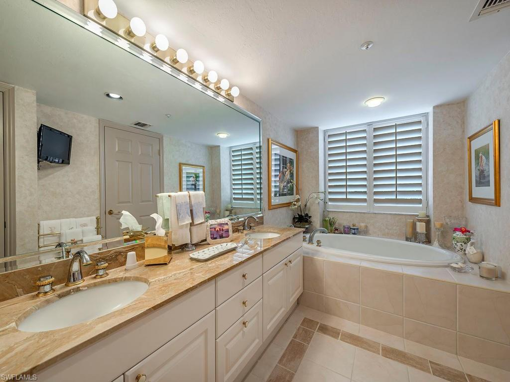Additional photo for property listing at 6849 Grenadier Blvd 201 Naples, Florida,Hoa Kỳ