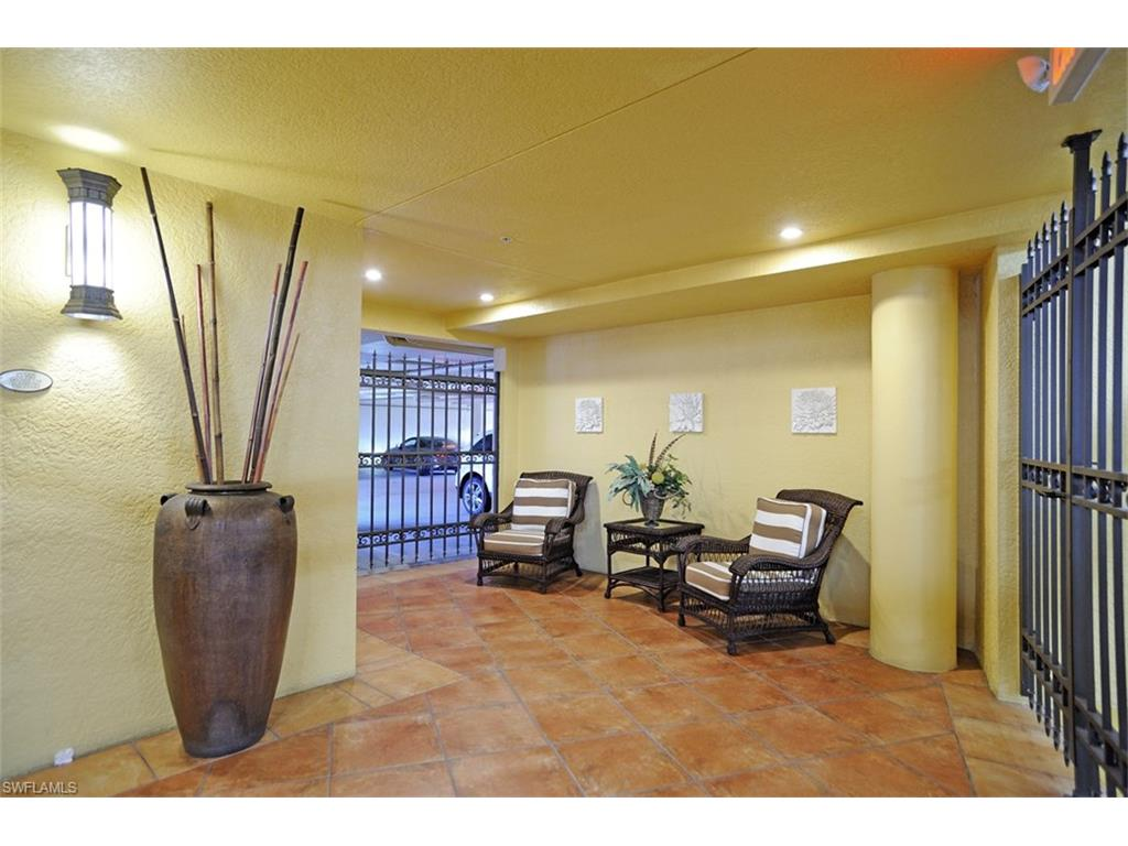 Additional photo for property listing at 621 6th Ave S B-204 Naples, Florida,United States
