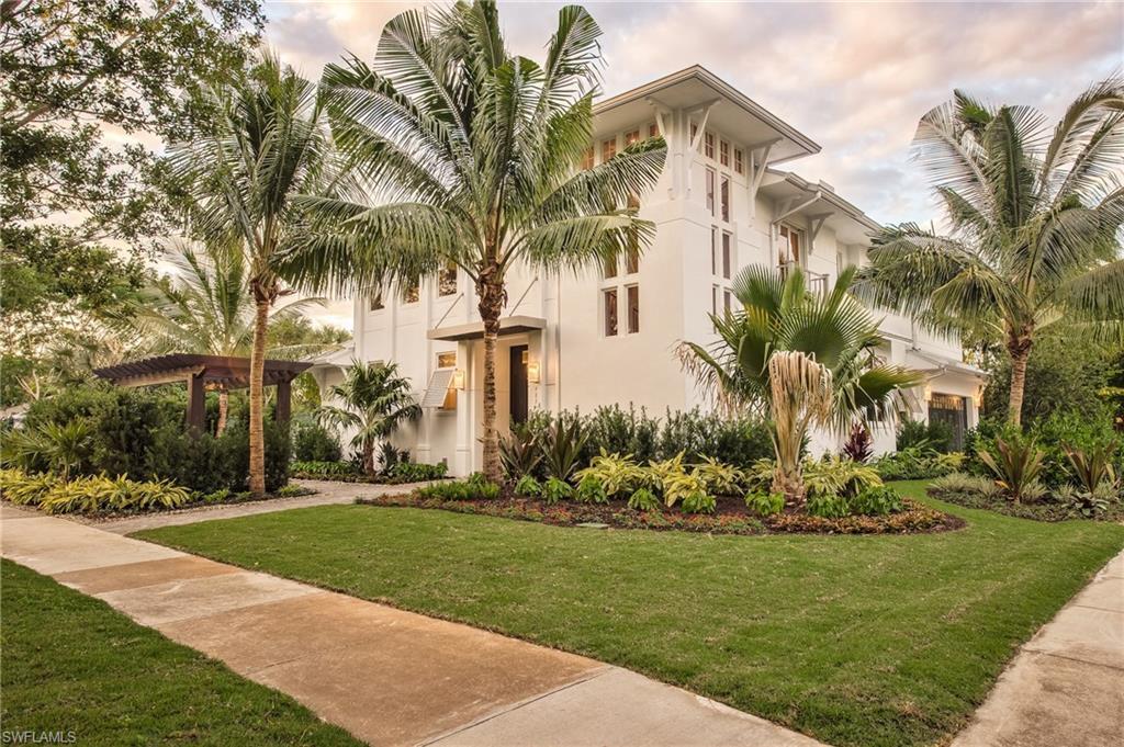 Новая постройка для того Продажа на 489 1st Ave S Naples, Флорида,Соединенные Штаты