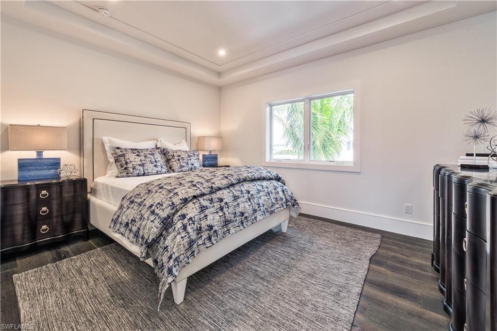 Additional photo for property listing at 489 1st Ave S 那不勒斯, 佛罗里达州,美国
