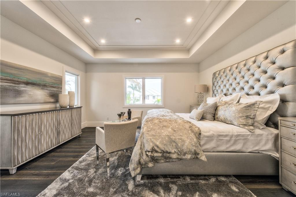 Additional photo for property listing at 489 1st Ave S Naples, Florida,Usa