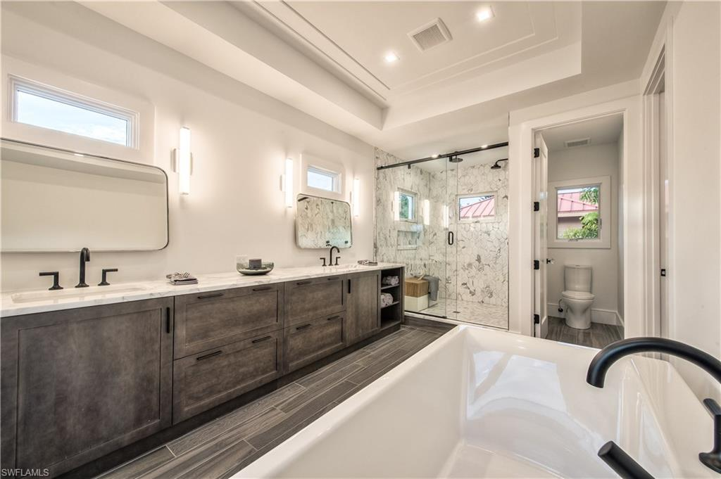 Additional photo for property listing at 489 1st Ave S Naples, 플로리다,미국