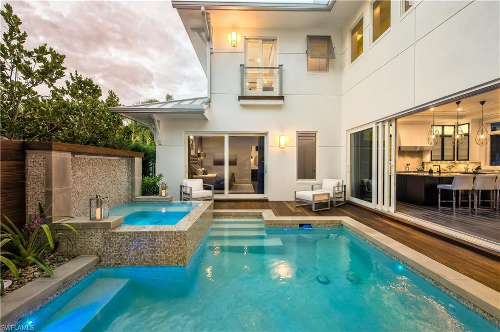 Additional photo for property listing at 489 1st Ave S Naples, Florida,Hoa Kỳ