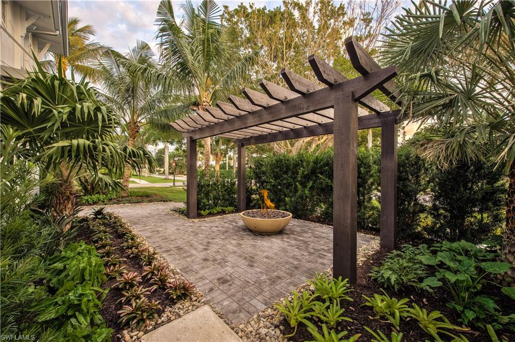 Additional photo for property listing at 489 1st Ave S Naples, Florida,United States