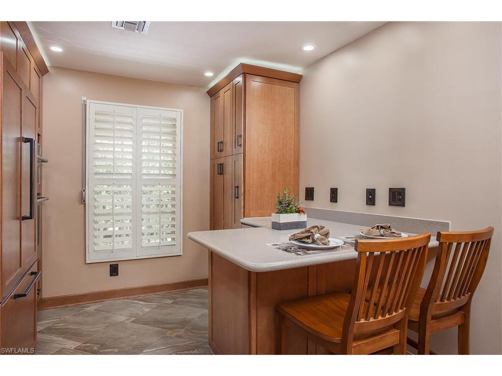Additional photo for property listing at 332 Sugar Pine Ln 332 Naples, 플로리다,미국