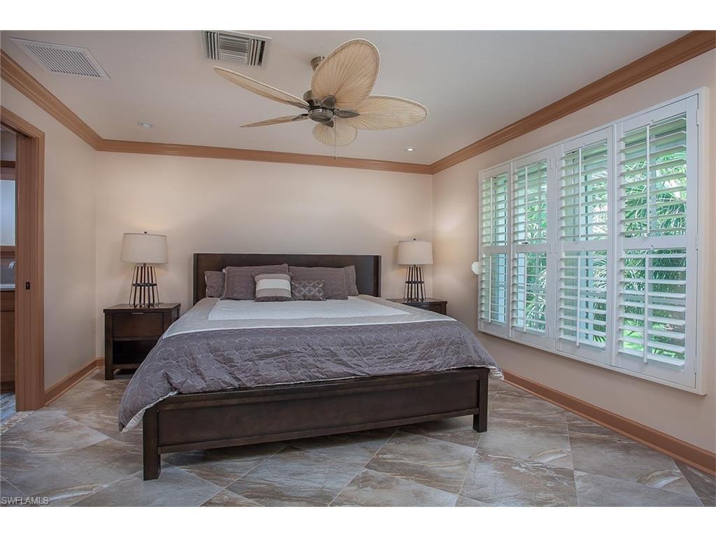Additional photo for property listing at 332 Sugar Pine Ln 332 Naples, Флорида,Соединенные Штаты