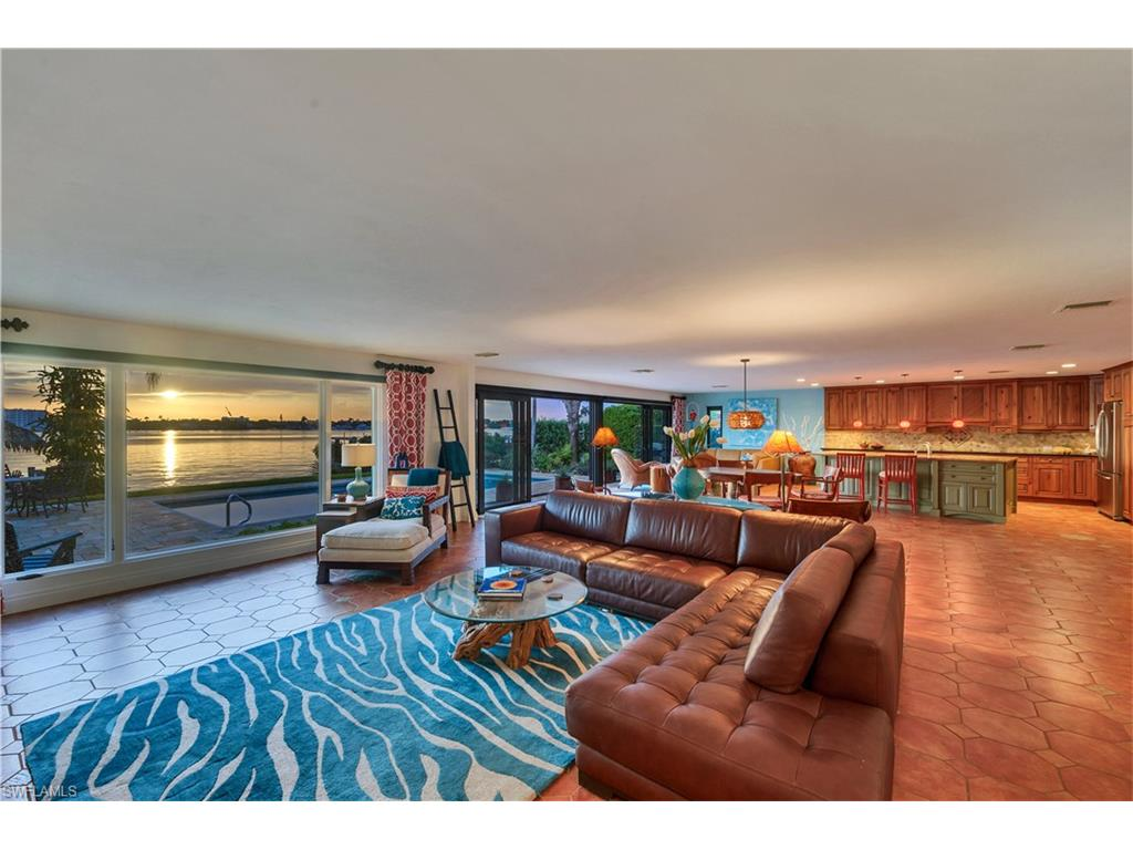 Additional photo for property listing at 1555 Dolphin Ln Naples, Florida,États-Unis