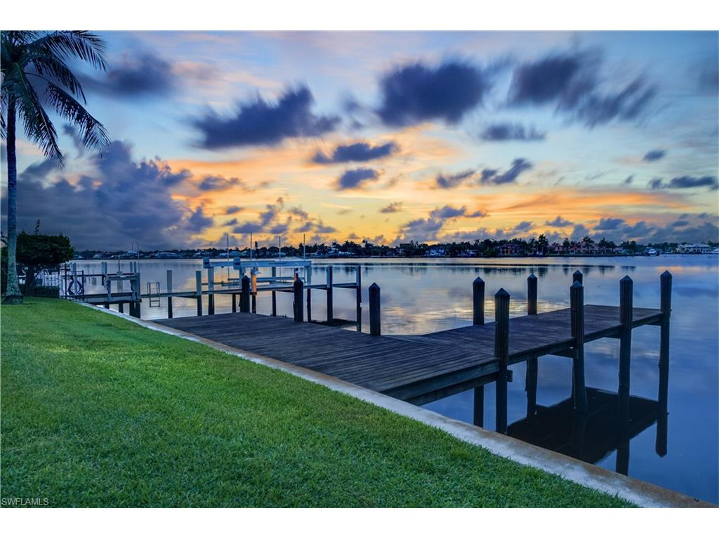Additional photo for property listing at 1600 Dolphin Ct Naples, Florida,Hoa Kỳ