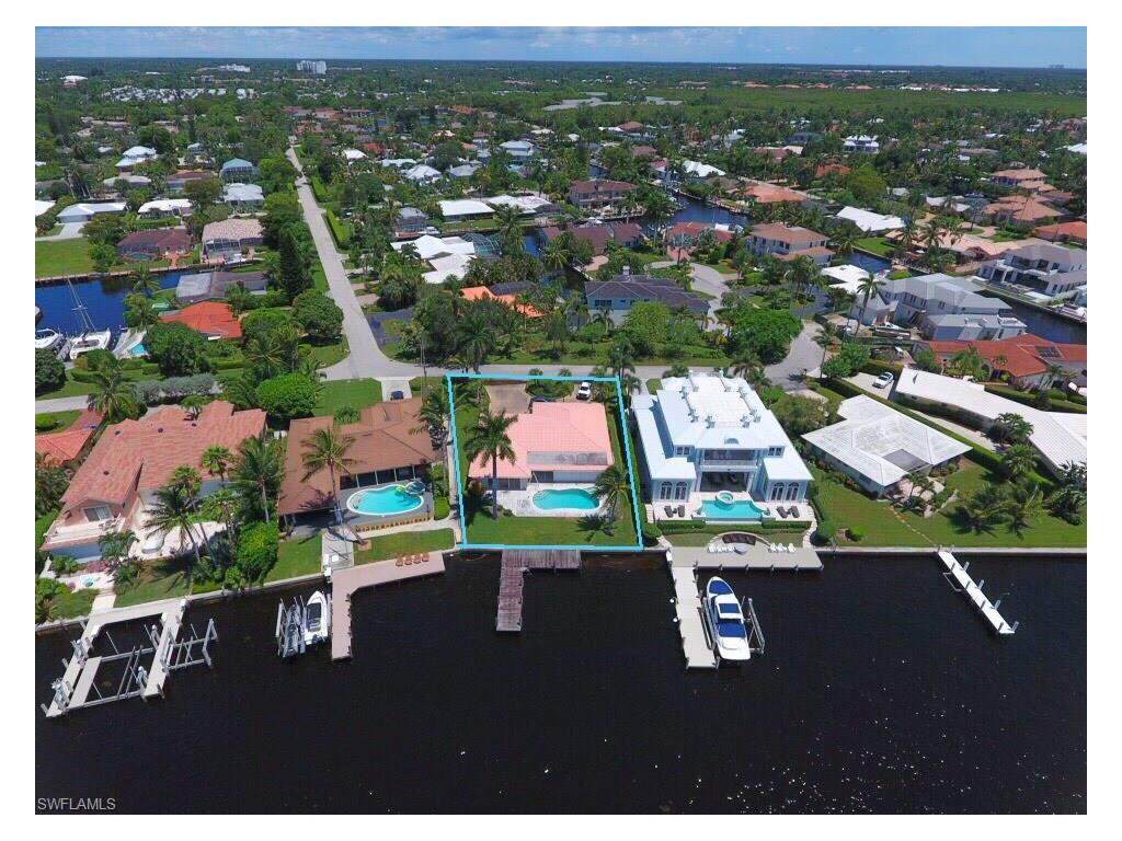 Additional photo for property listing at 1600 Dolphin Ct Naples, Florida,Estados Unidos