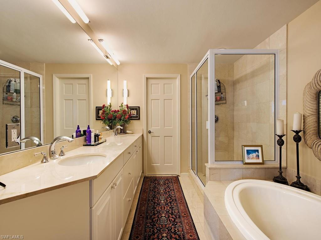 Additional photo for property listing at 60 Seagate Dr 903 Naples, Florida,United States