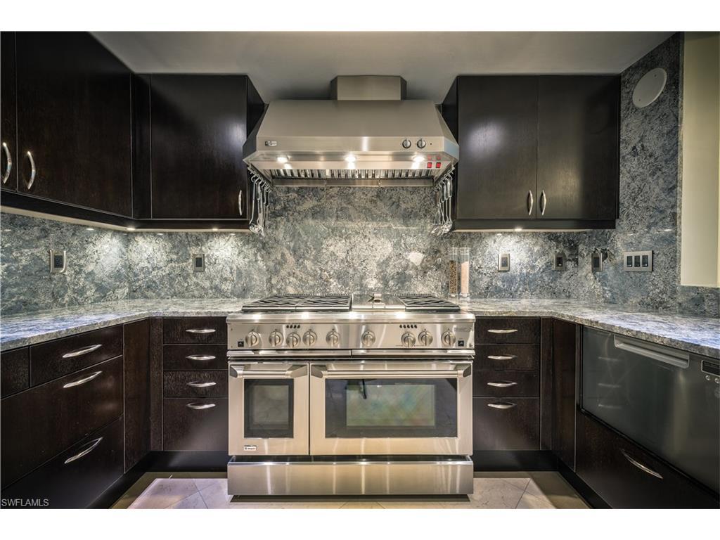 Additional photo for property listing at 11125 Gulf Shore Dr 704 Naples, Φλοριντα,Ηνωμενεσ Πολιτειεσ