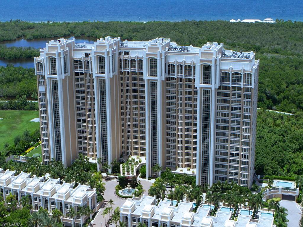 Новая постройка для того Продажа на 7117 Pelican Bay Blvd 506 Naples, Флорида,Соединенные Штаты