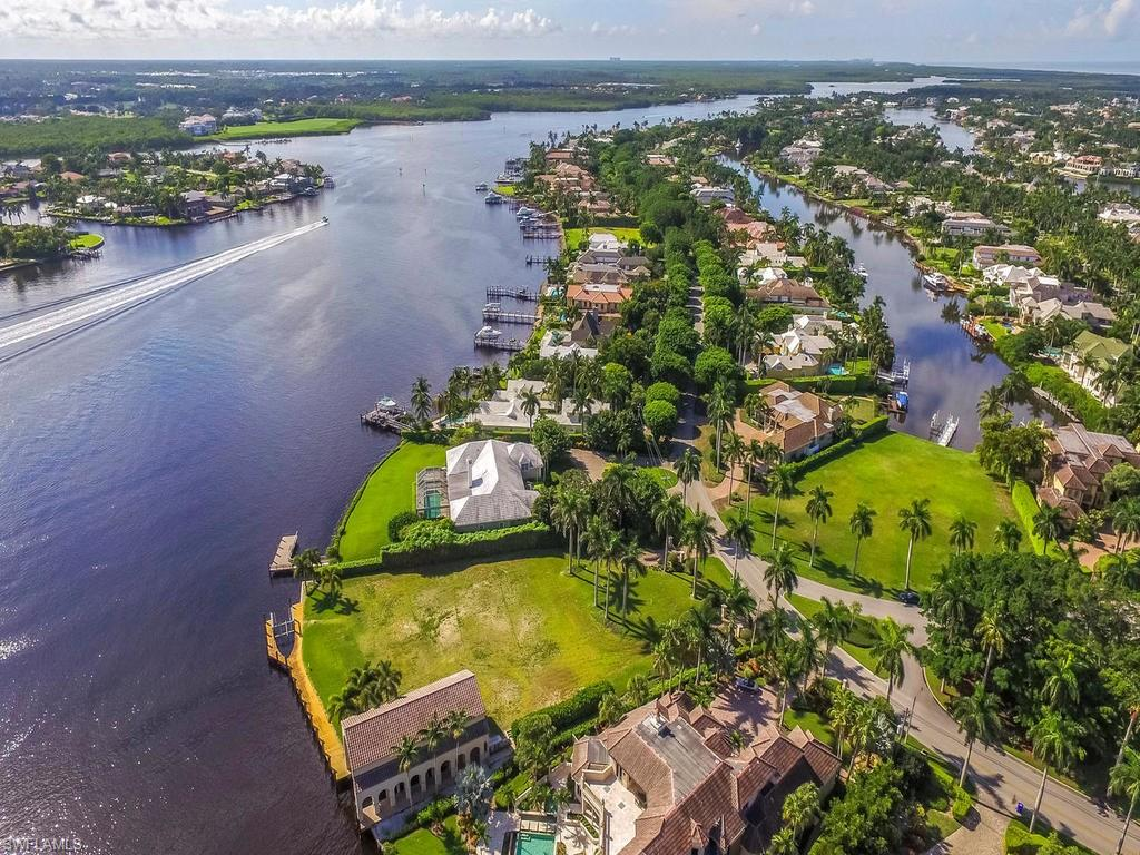 Otro por un Venta en 801 Galleon Dr 801 Galleon Dr Naples, Florida,34102 Estados Unidos