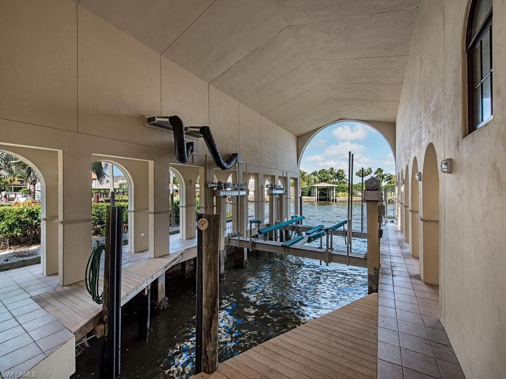 Additional photo for property listing at 801 Galleon Dr 801 Galleon Dr Naples, Florida,34102 Hoa Kỳ