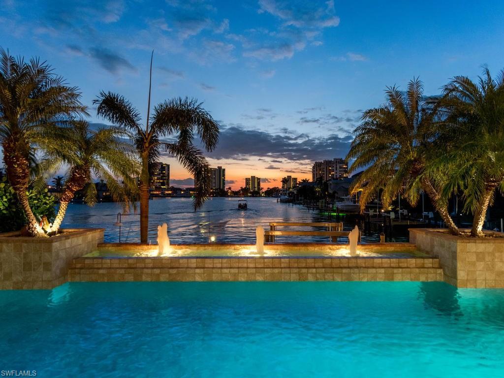 Diğer için Satış at 3885 Crayton Rd Naples, Florida,Amerika Birleşik Devletleri