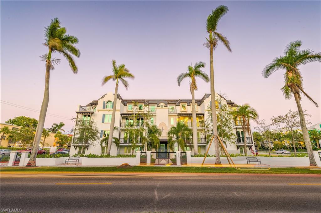 Новая постройка для того Продажа на 875 9th St S 101 Naples, Флорида,Соединенные Штаты
