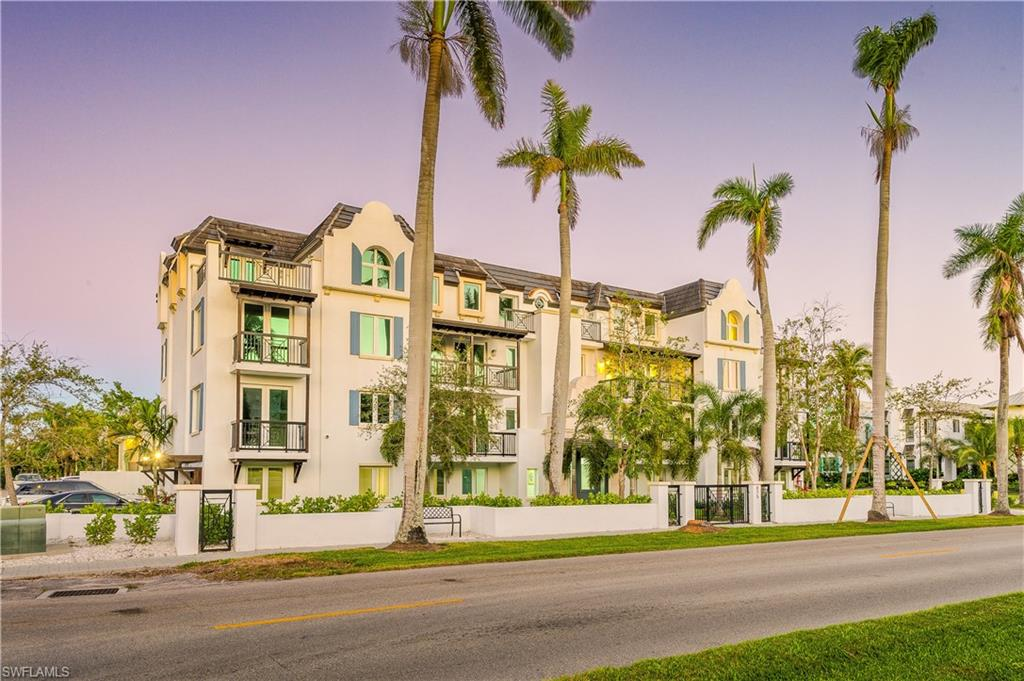 Новая постройка для того Продажа на 875 9th St S 201 Naples, Флорида,Соединенные Штаты