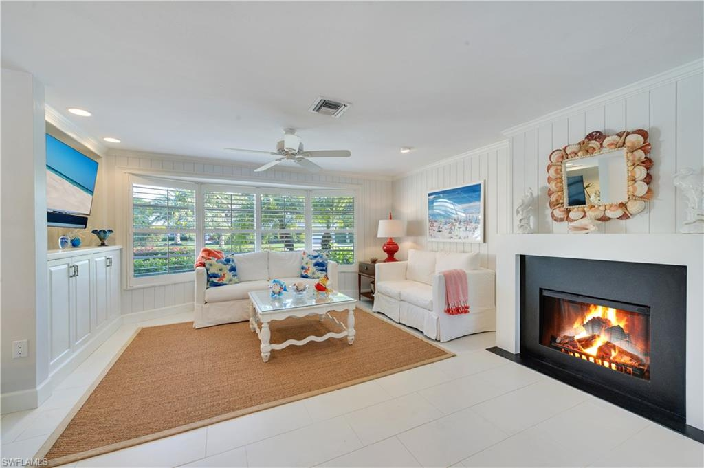 供暖系统 为 销售 在 405 7th Ave N 那不勒斯, 佛罗里达州,美国