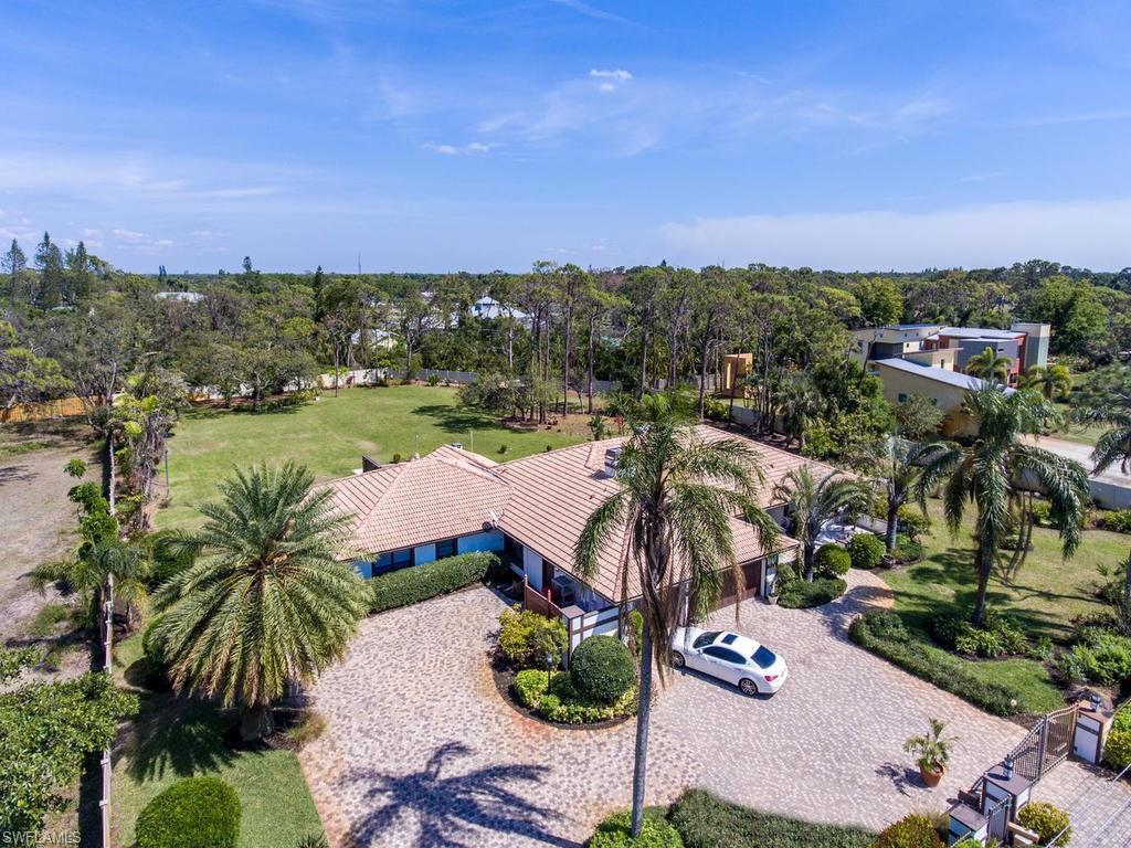 Additional photo for property listing at 6818 Trail Blvd Naples, Florida,Stati Uniti