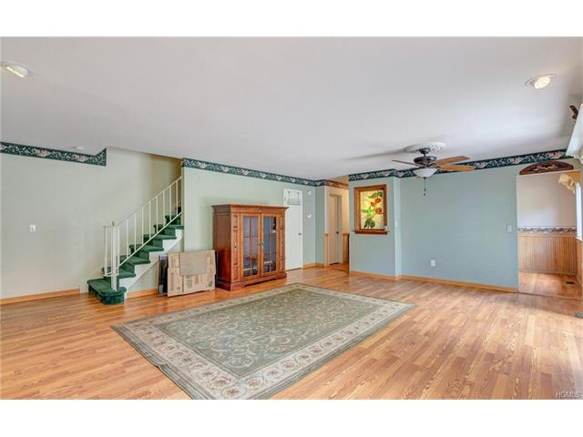 16 Sycamore Drive, Middletown, NY - USA (photo 2)