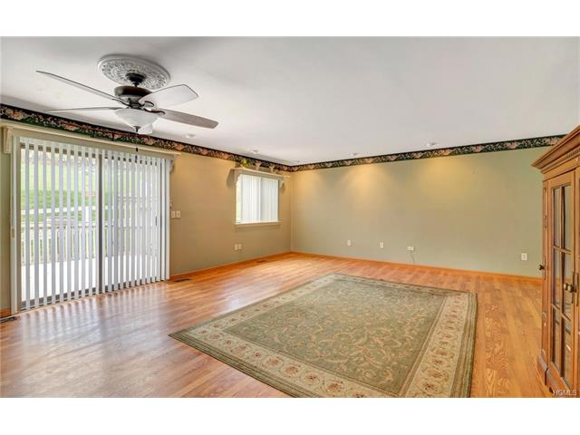 16 Sycamore Drive, Middletown, NY - USA (photo 3)